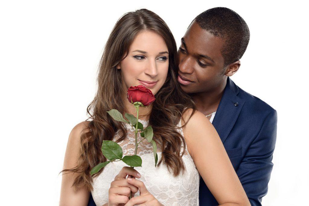 Voyance-amour. Le jeu de séduction avec un inconnu peut-il redonner de la vitalité à mon couple